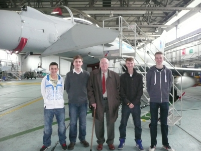 (l to r) Cdt Scott, Cdt Hopley, John Cruikshank VC, Cdt Reid and Cdt Nicholson in front of a Typhoon